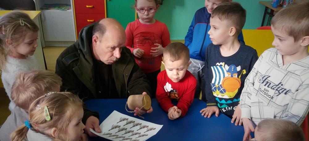 Zespół Szkół w Biesowicach Dokarmiamy ptaki